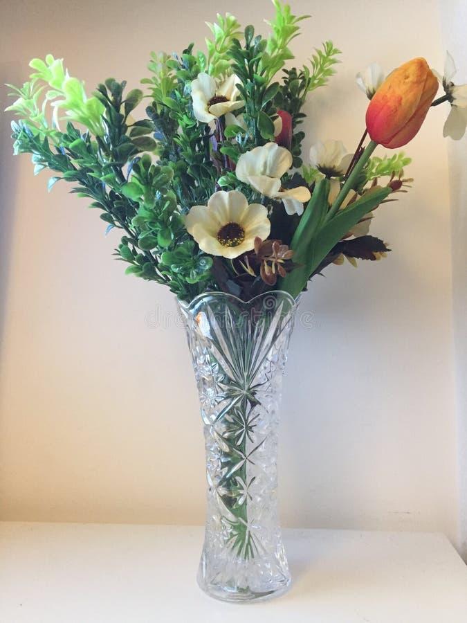 Flores: real ou falsificado fotos de stock