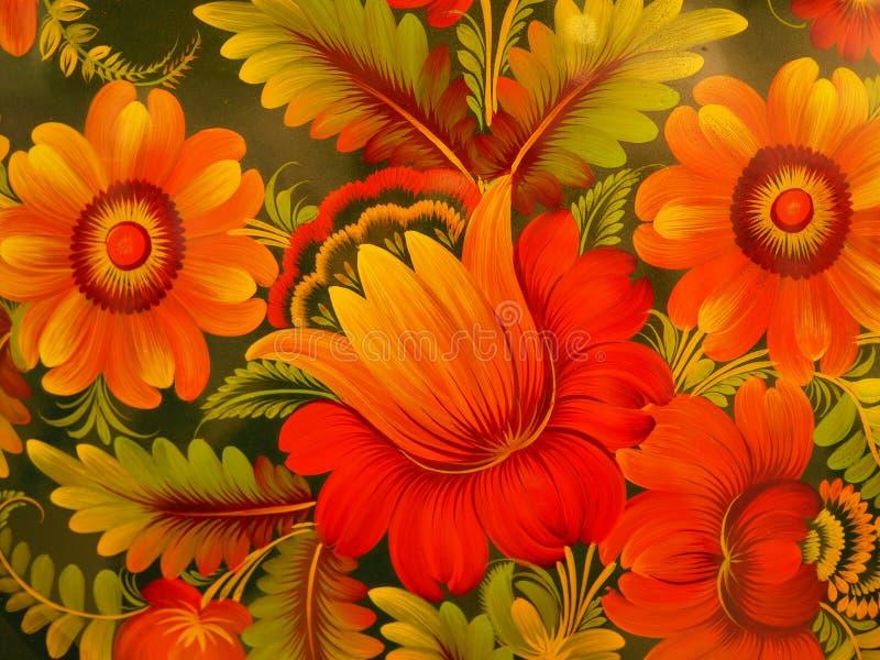 Flores vermelhas bonitas pintadas em uma bandeja preta imagens de stock royalty free