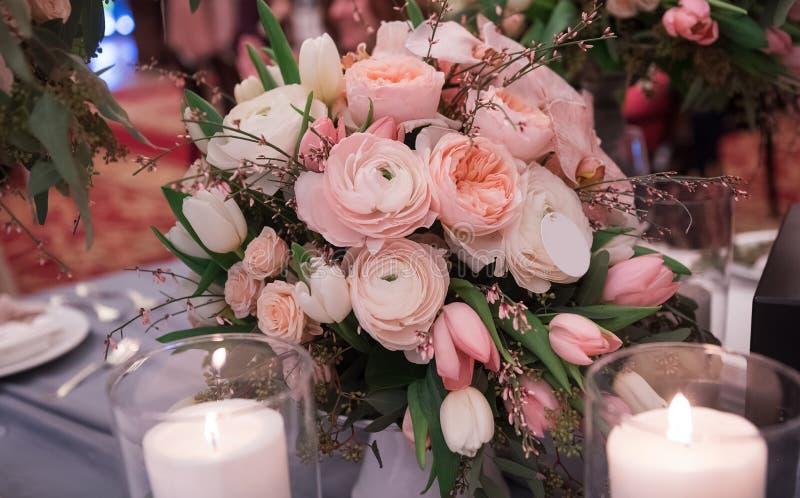 Flores y decoración de lujo de la boda foto de archivo libre de regalías