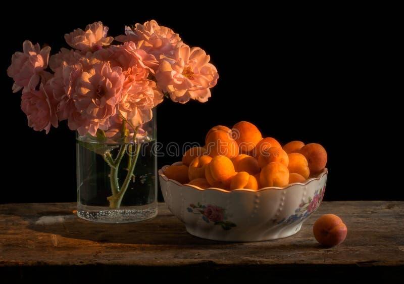 Flores y fruta del ingenio del verano fotos de archivo libres de regalías
