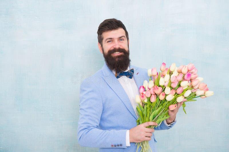 Floresce a entrega Data romântica do cavalheiro Cumprimentos do aniversário As melhores flores para a amiga Flores para ela Homem foto de stock royalty free