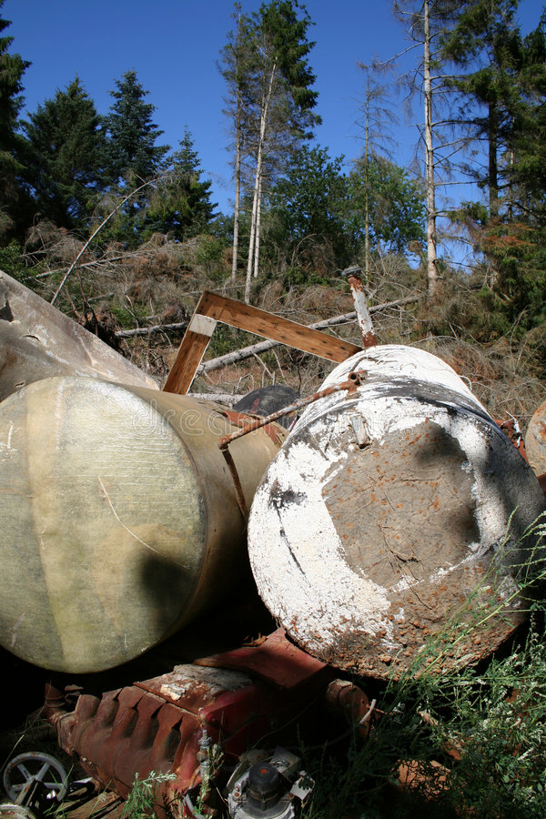 Floresta da poluição da sucata do ferro imagem de stock