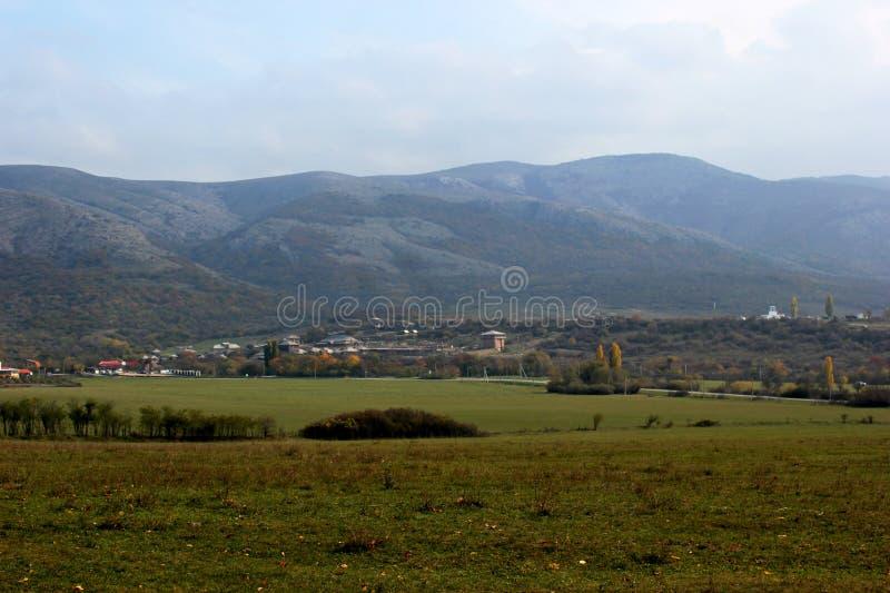 Floresta na montanha, montanhas do outono imagem de stock royalty free