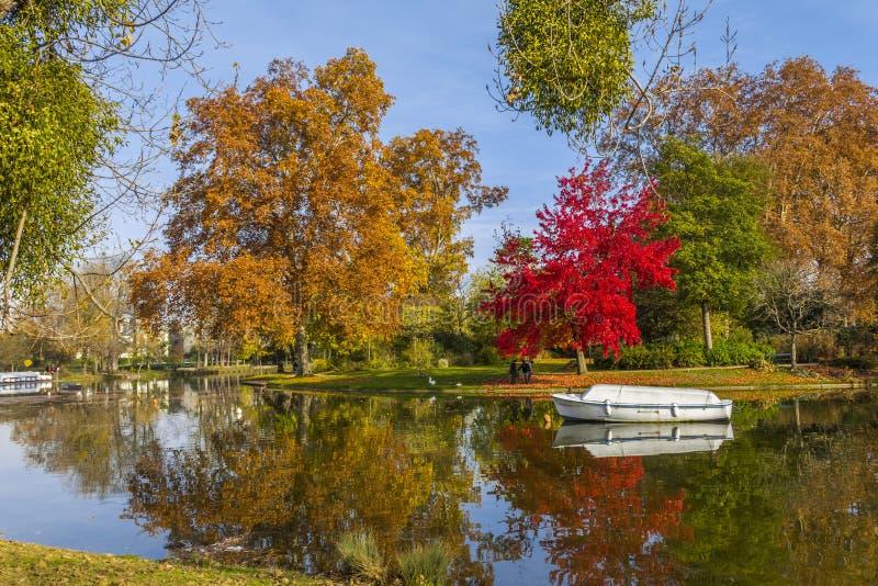 Floresta Paris França de Vincennes do lago Minimes imagens de stock royalty free