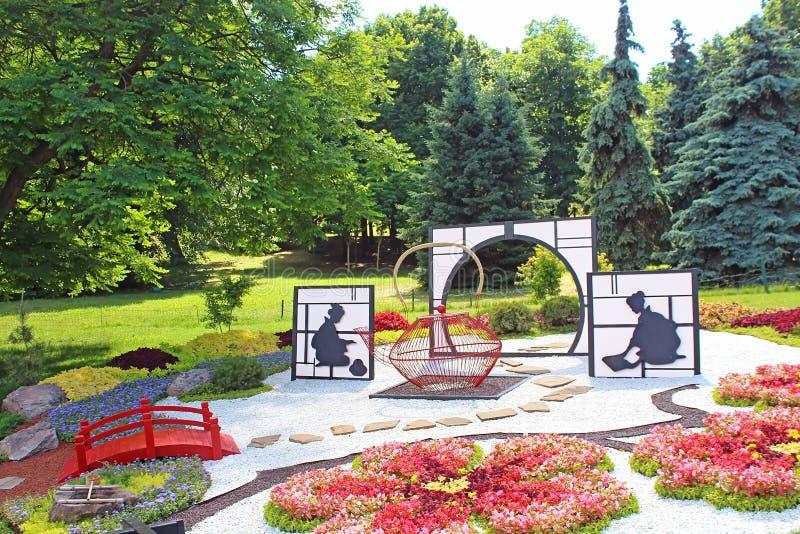 Florezca el ` Japón de la exposición a través de los ojos del ` de Ucrania en Spivoche poste en Kyiv, Ucrania imagen de archivo