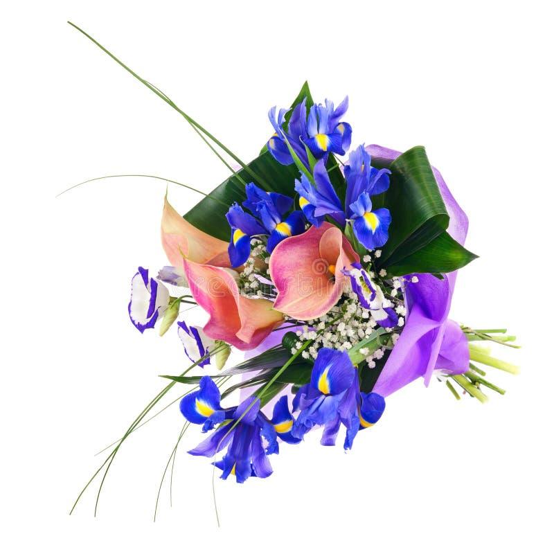 Florezca el ramo del iris, de la cala y de otras flores aislados imagenes de archivo