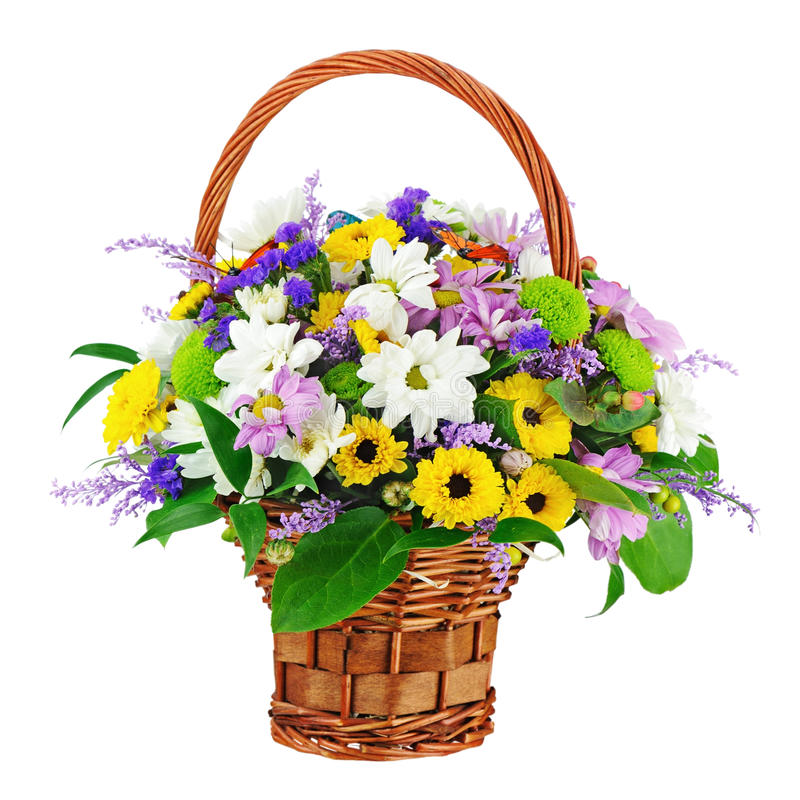 Florezca el ramo en la cesta de mimbre aislada en el fondo blanco fotos de archivo libres de regalías