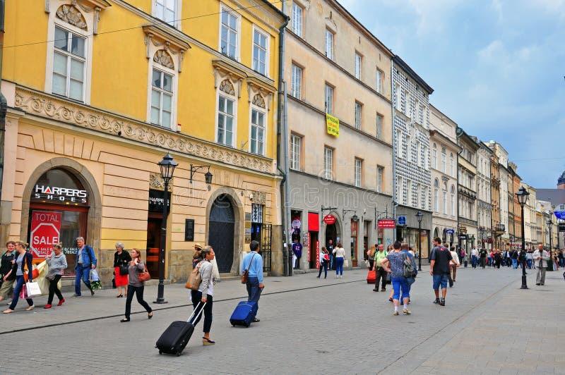 Florianska, Haupteinkaufsstraße von Krakau stockfotos