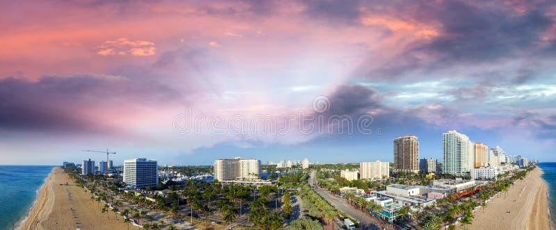 florida Форт Лаудердале Взгляд захода солнца воздушный панорамный стоковые изображения