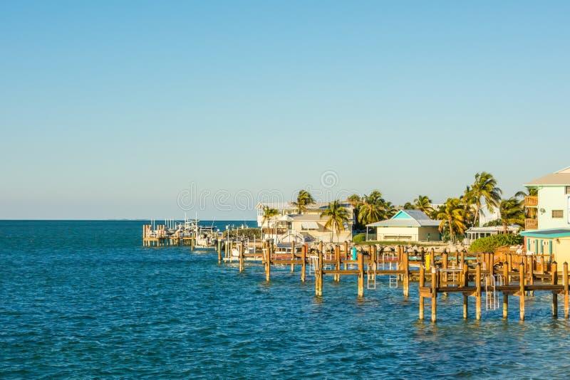 Florida befestigt Fischerboote im tropischen blauen Wasser des Türkises stockbilder