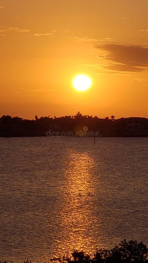 Florida solnedgång i Redington kuster royaltyfria bilder