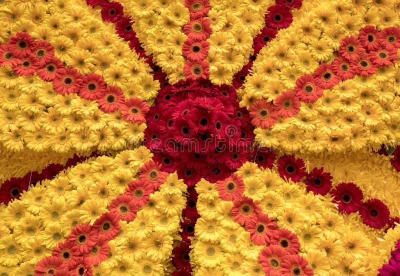 Floristic διακόσμηση ομορφιάς με τα ζωηρόχρωμα λουλούδια gerbera στοκ εικόνες με δικαίωμα ελεύθερης χρήσης