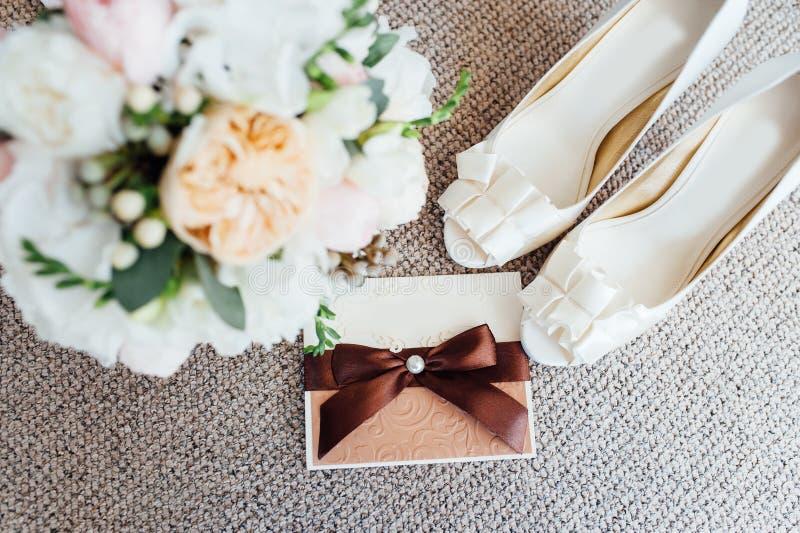 Floristics y detalles de la boda Invitaciones de la boda fotografía de archivo libre de regalías