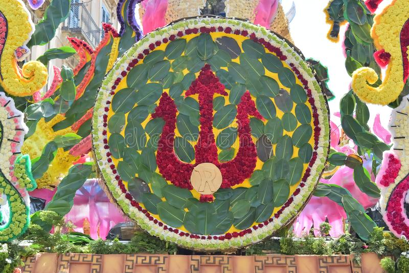 Flotador florido que representa diversos caracteres de la fantasía foto de archivo
