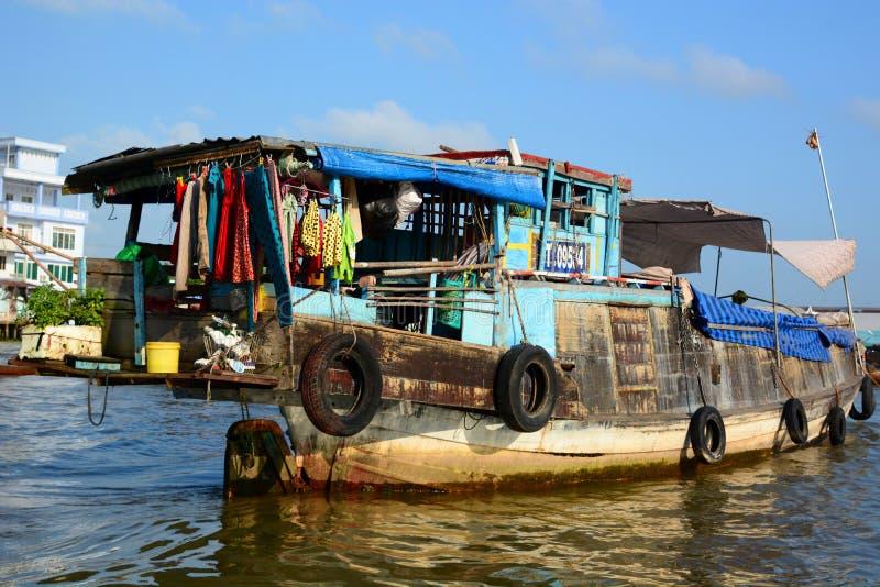 flottörhus marknad Cai Be vietnam royaltyfria bilder