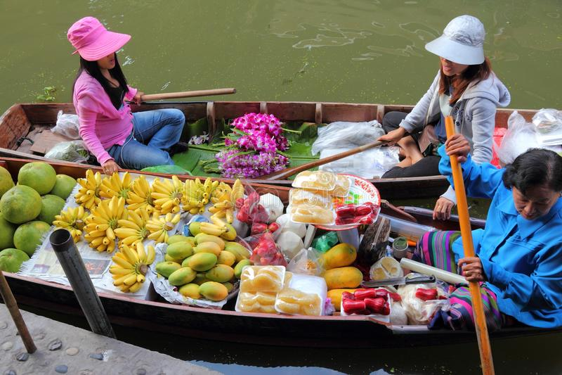 flottörhus marknad thailand arkivfoton