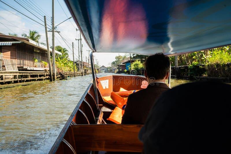 flottörhus marknad thailand Den traditionella marknaden på vattnet i Bangkok arkivbild