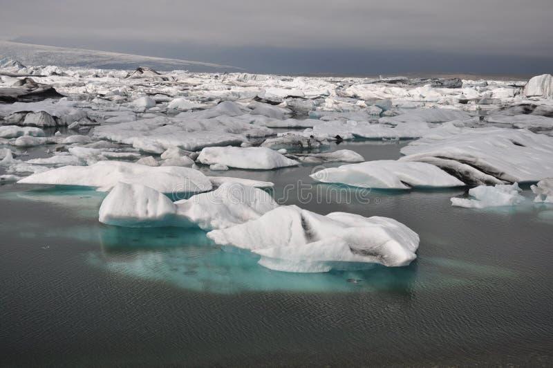 flottörhus sikt för isbergiceland panorama arkivfoton