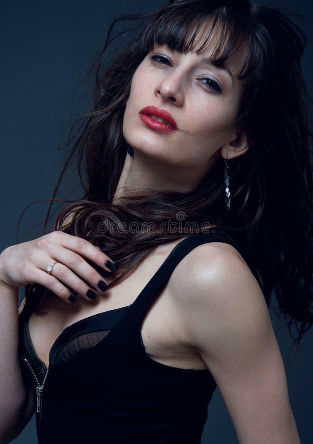 Flott brunettkvinna royaltyfria foton
