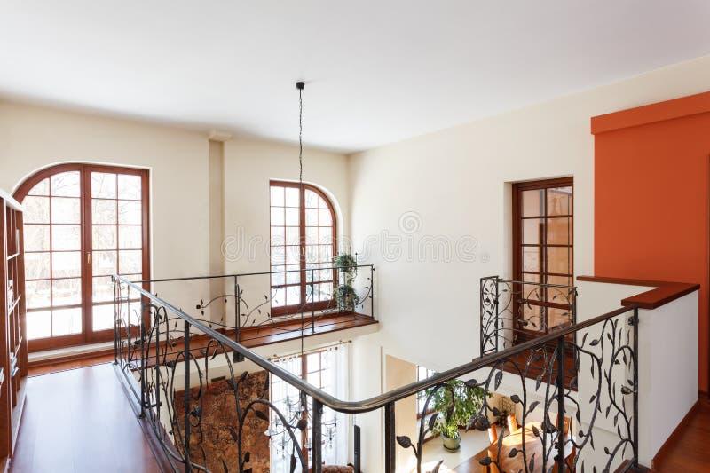 Flott hus - Mezzanine royaltyfri foto