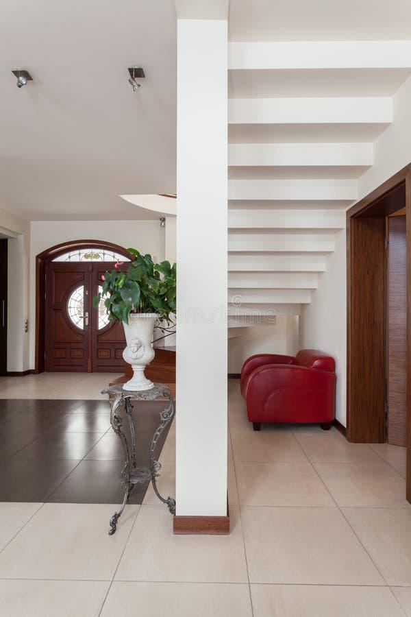 Flott hus - trappa arkivfoto