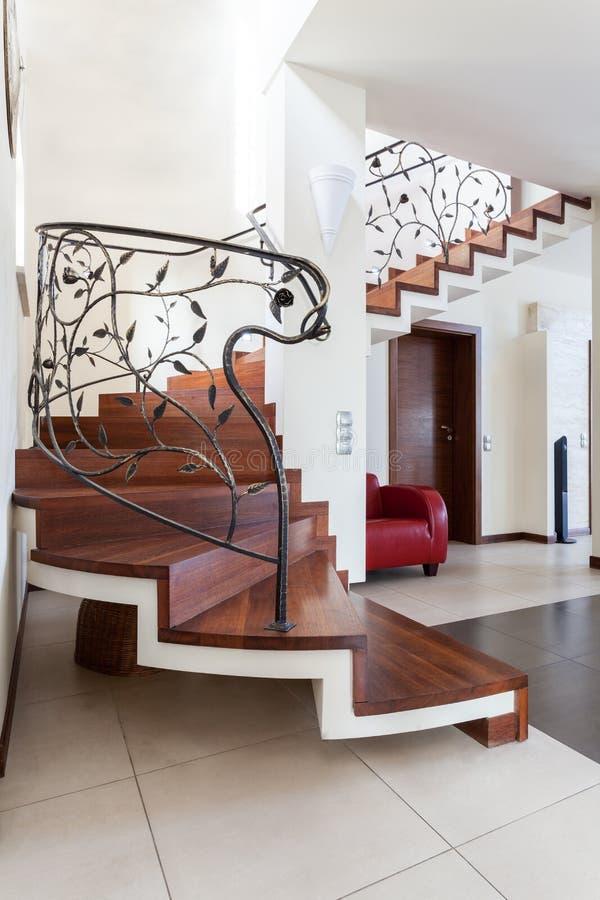 Flott hus - trappa arkivbilder