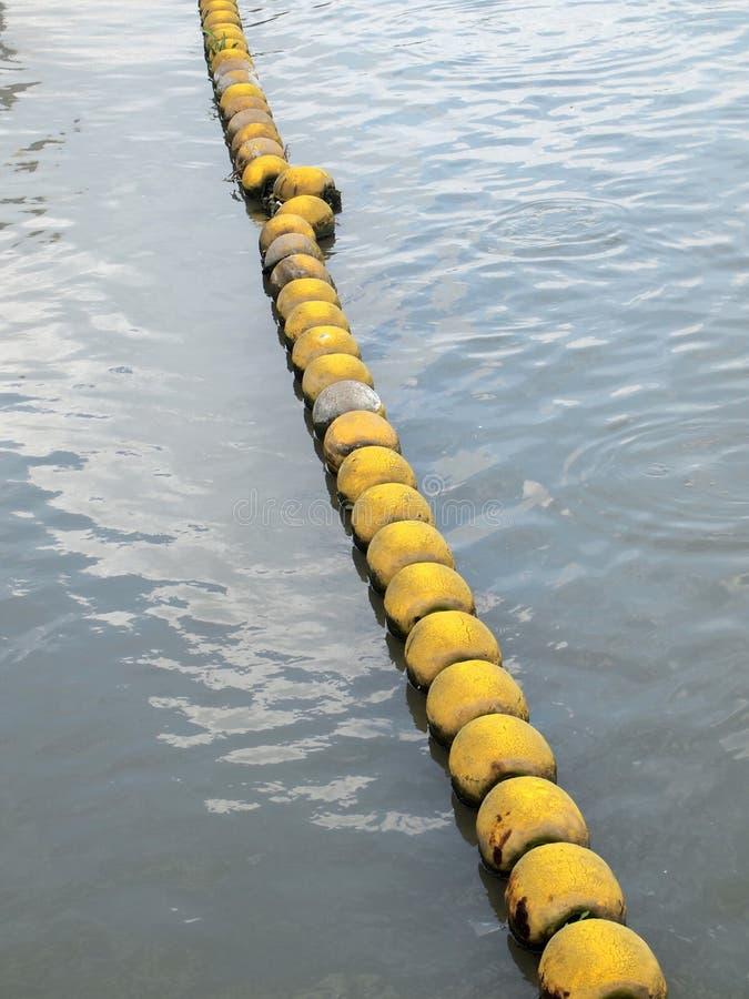 Flottabilité sur la rivière photos stock