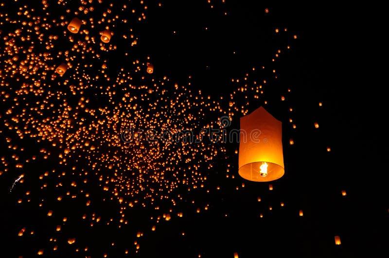 Flottement de lanternes images libres de droits