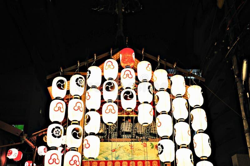 Flotteur décoré des lanternes à Kyoto Gion Festival photographie stock libre de droits