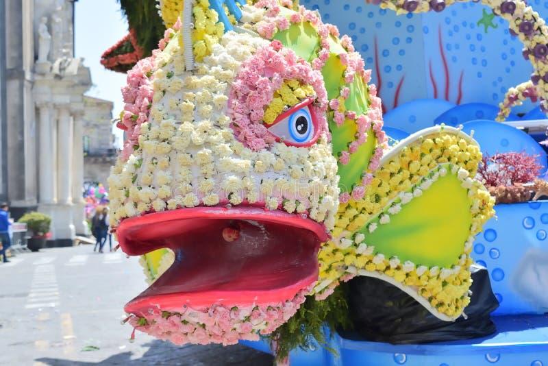 Flotteur fleuri dépeignant de divers caractères d'imagination image libre de droits