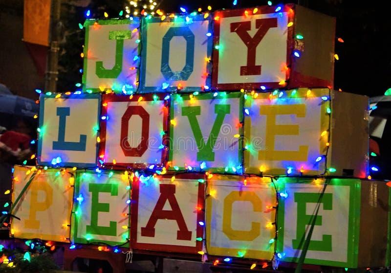 Flotteur Joy Love Peace de défilé de Noël photographie stock