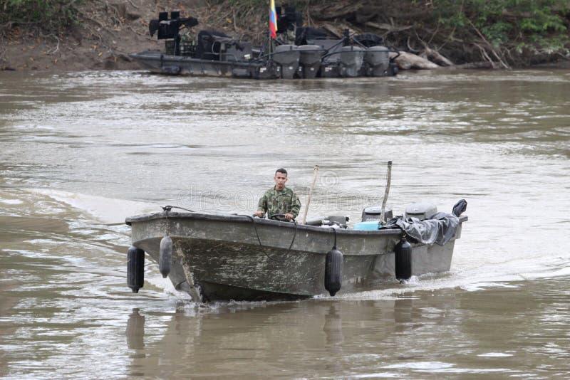 Flottor på floden Guaviare royaltyfri fotografi