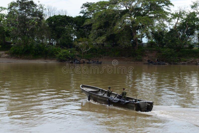 Flottor på floden Guayabero arkivbilder