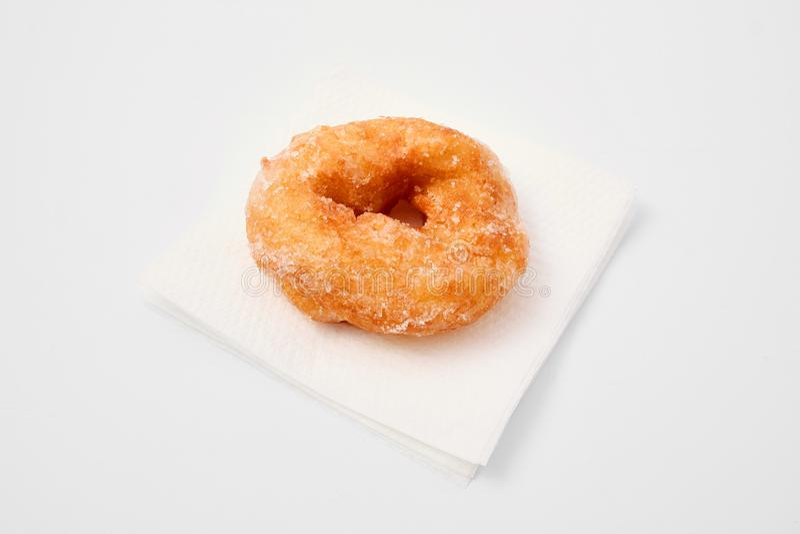 Floury продукт слойка с сахаром на белой предпосылке стоковое изображение rf