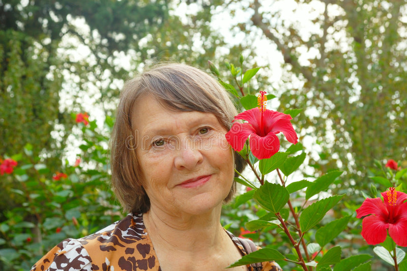 flower nearly old woman στοκ φωτογραφίες με δικαίωμα ελεύθερης χρήσης