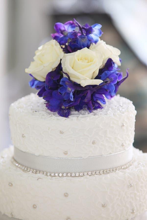 Free Flower Wedding Cake Topper Stock Image - 22794391