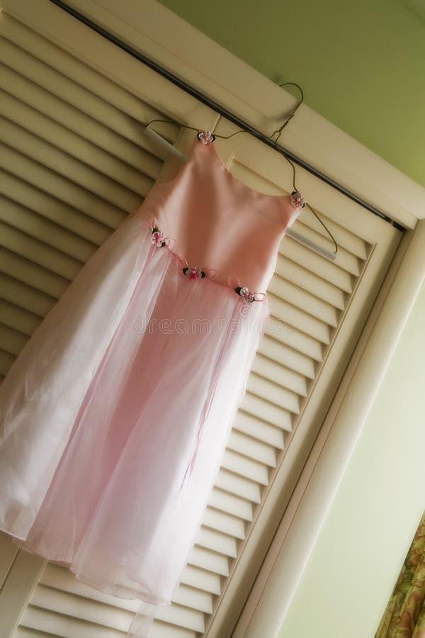 Flowergirls Kleid stockbilder