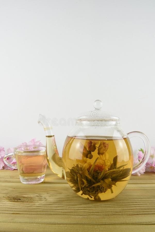 Free Flowering Green Tea And Cup Royalty Free Stock Photos - 114301428