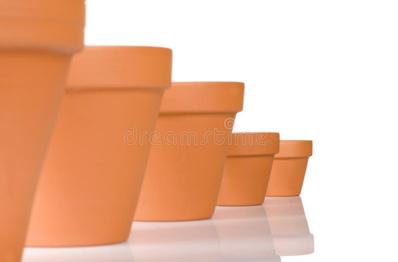 Flowerpot in una riga fotografia stock