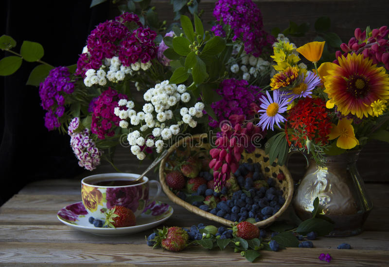 tea with berries royalty free stock photography