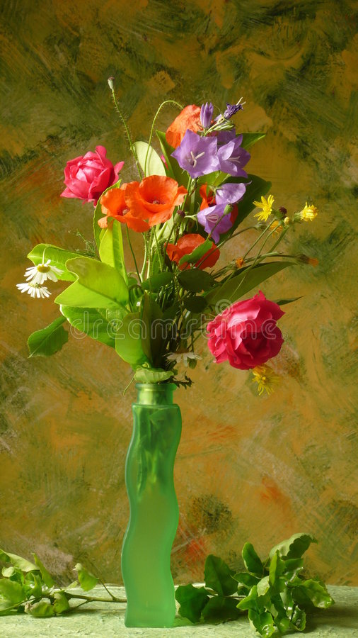 Free Flowers In Green Vase Royalty Free Stock Photo - 6844795