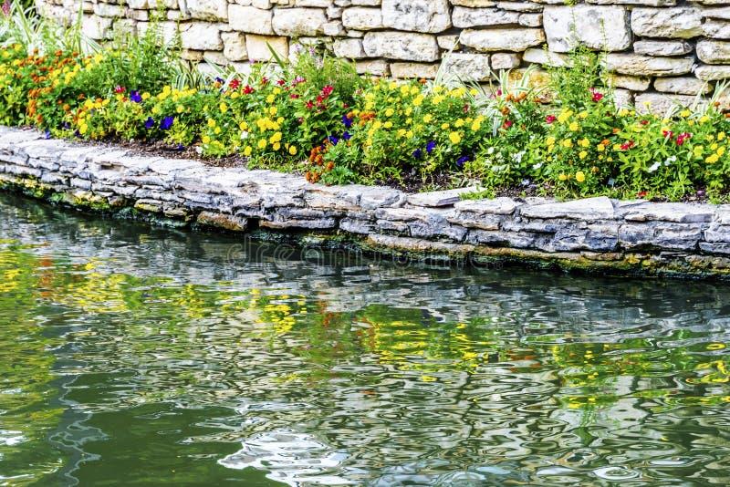 Flowers Reflection River Walk San Antonio Texas royalty-vrije stock foto