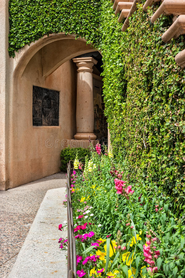 Flowers and vines, Tlaquepaque in Sedona, Arizona. Inviting architecture, Tlaquepaque Arts and Crafts Village in Sedona stock images