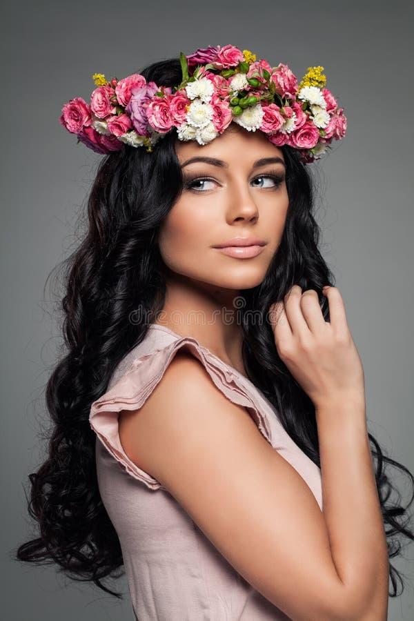 flowers woman Kvinnligt modellera royaltyfri fotografi