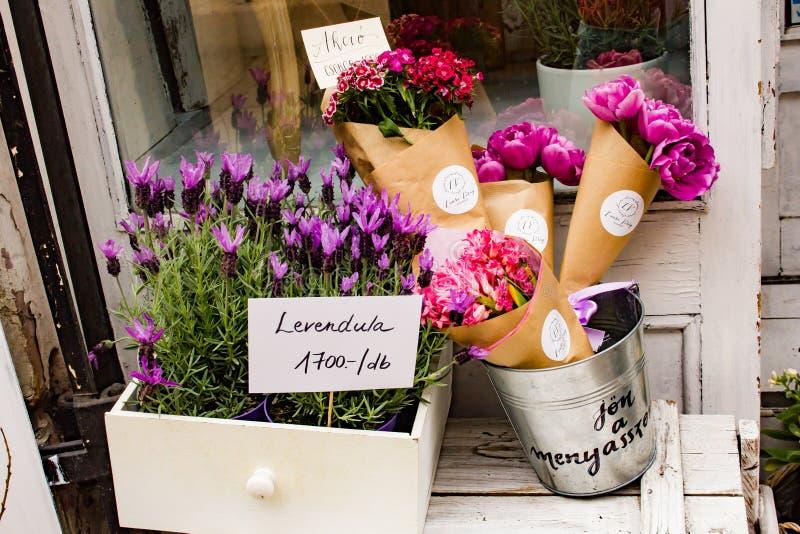 Flowershop em Budapest imagens de stock