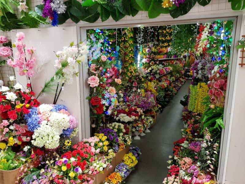 Flowershop i Asiamarket Berlin arkivfoton