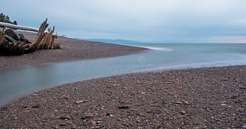 Flua entrando na baía de Fundy na ilha do ` s de Spencer imagem de stock royalty free