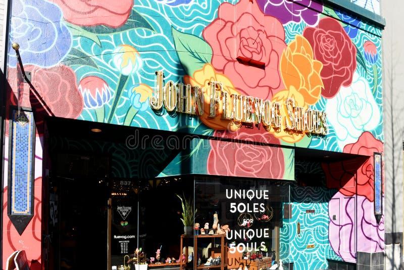 Fluevog Shoes butik på Granville Street i Vancouver arkivbilder