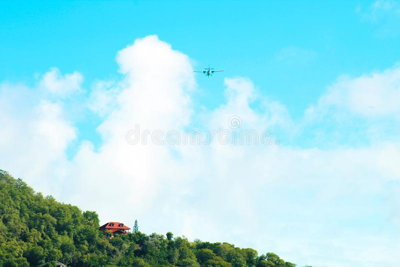 Flug über den Karibischen Meeren lizenzfreie stockfotografie