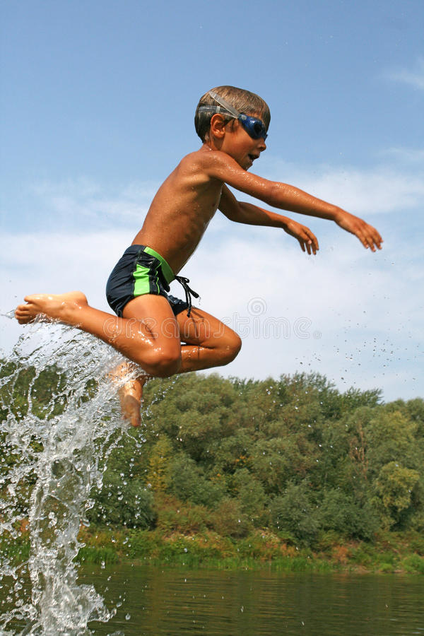 Flug über Wasser stockbilder